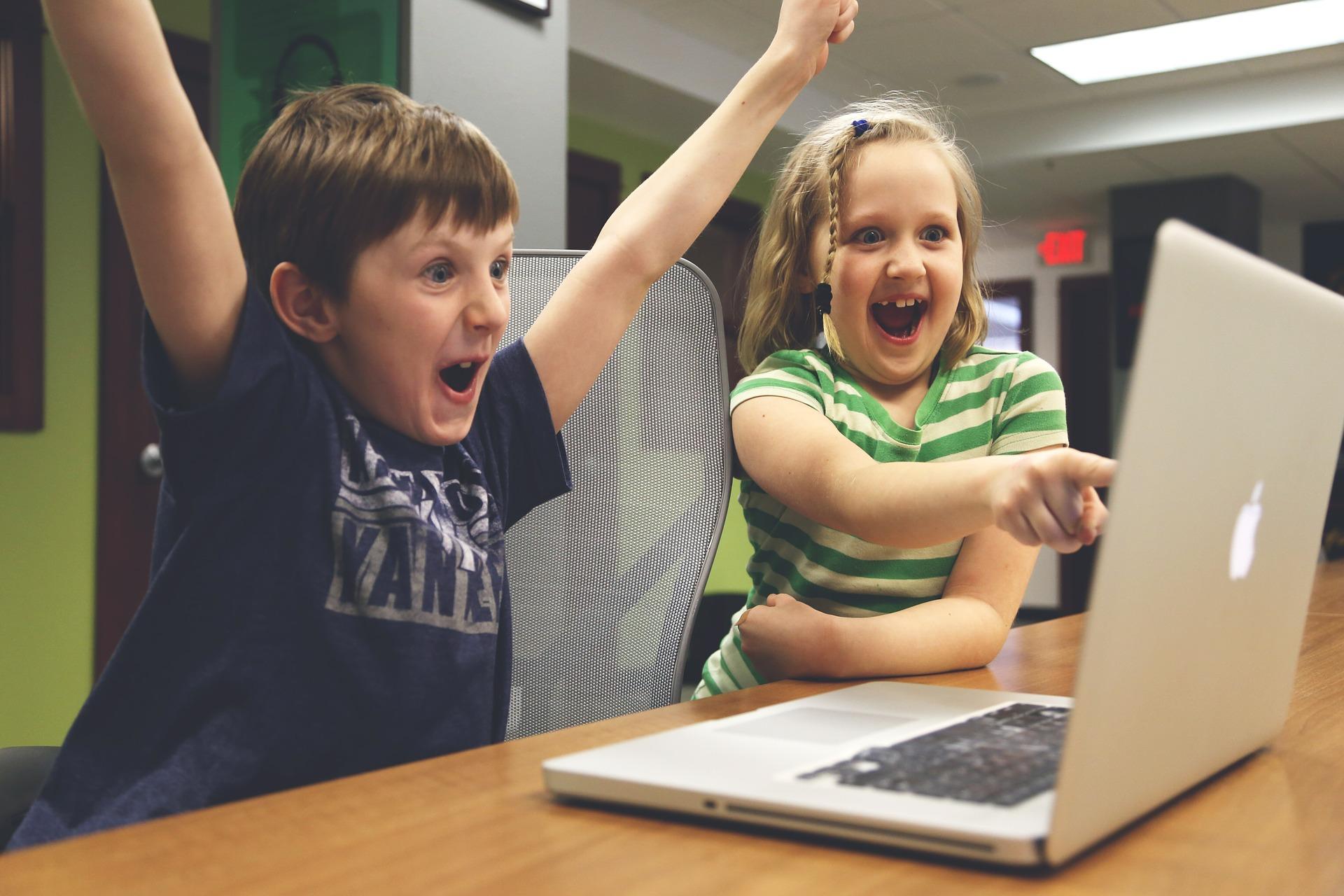 radość, komputery, dzieci